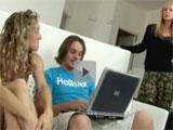 Madre, hija y novio en el videochat porno