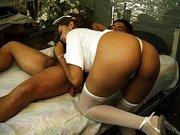 Enfermera a domicilio muy cachonda