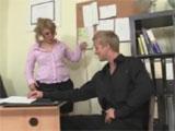 La madura secretaria y el joven becario