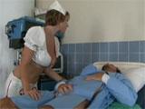 Los intensivos cuidados de la enfermera