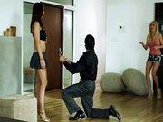 Se folla a la amiga de su novia por despecho