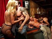 Orgía en el puticlub