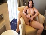 Masturbándome con mis juguetitos por la webcam